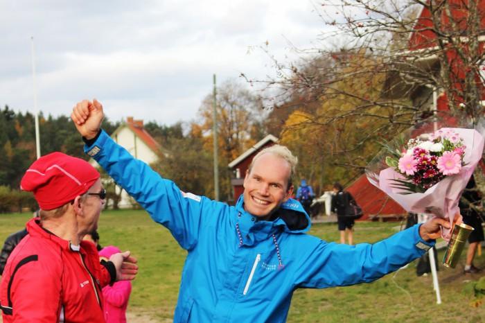 Jan-Erik Ramström (tävlingsledare) och Daniel efter prisutdelning.