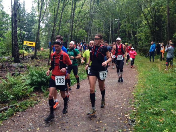 Starten, längst fram syns slutgiltiga herrvinnaren på 100 miles Niklas Holmström och Kerstin Rosenqvist.