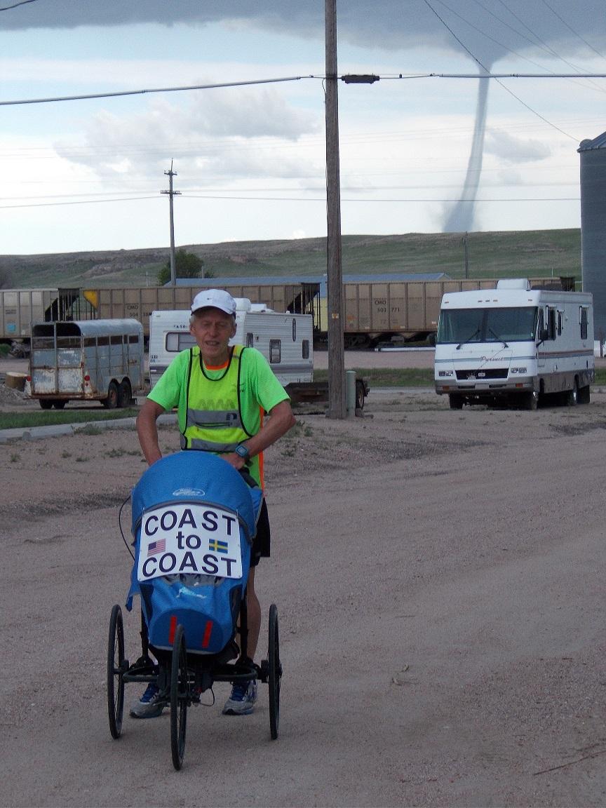 Vädret är den största faran för Björn. I Potter, Nebraska, fick han fly från fyra tornados.